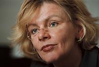 19 JAN 2001, BERLIN/GERMANY:<br /> Margareta Wolf, Parl. Staatssekretaerin beim Bundeswirtschaftsministerium, waehrend einem Interview, in ihrem Buero, Bundeswirtschaftsministerium<br /> IMAGE: 20010119-02/01-17<br /> KEYWORDS: Staatssekretärin, Büro