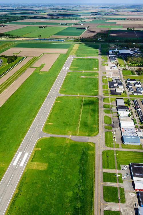 Nederland, Flevoland, Gemeente Lelystad, 07-05-2015; Vliegveld Lelystad, Lelystad Airport, call sign EHLE. Vliegveld voor General Aviation (GA), kleine luchtvaart, onderdeel Schiphol Group. Er zijn uitbreidingsplannen om de groei van het luchtverkeer mogelijk te maken.<br /> Lelystad Airport in the polder and province Flevoland.<br /> luchtfoto (toeslag);<br /> aerial photo (additional fee required); <br /> copyright foto/photo Siebe Swart.