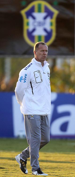 O técnico da Seleção Brasileira de Futebol, Mano Menezes durante treino no C T do Corinthians, em São Paulo. FOTO: Jefferson Bernardes/Preview.com
