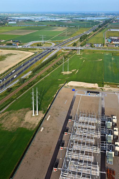Nederland, Zuid-Holland, Gemeente Bleiswijk, 23-05-2011;.Nieuw type hoogspanningsmast (Wintrack, ontworpen door Zwart-Jansma) voor het landelijke koppelnet Randstad 380 tracé van netbeherder Tennet..New type High Voltage Pylon (design Zwart-Jansma) for 380 kV circuit in the Randstad.luchtfoto (toeslag), aerial photo (additional fee required).copyright foto/photo Siebe Swart
