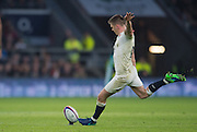 Twickenham, United Kingdom.  Owen FARRELL, addresses the ball for a  second half kick, during the Old Mutual Wealth Series match.: England vs South Africa, at the RFU Stadium, Twickenham, England, Saturday, 12.11.2016<br /> <br /> [Mandatory Credit; Peter Spurrier/Intersport-images]