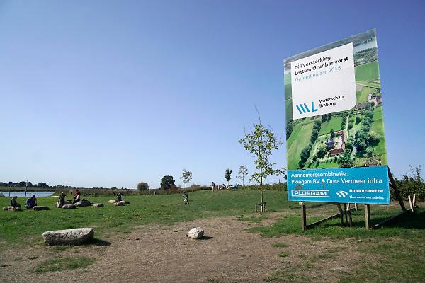 Nederland, the Netherlands, 1-9-2018Gebiedsontwikkeling Ooyen en Wanssum . Aanleg van een hoogwatergeul, nevengeul, in de rivier de Maas. Een van de projecten om ruimte voor het maaswater te geven . Grondverzet door Ploegam . Noord Limburg .Foto: Flip Franssen