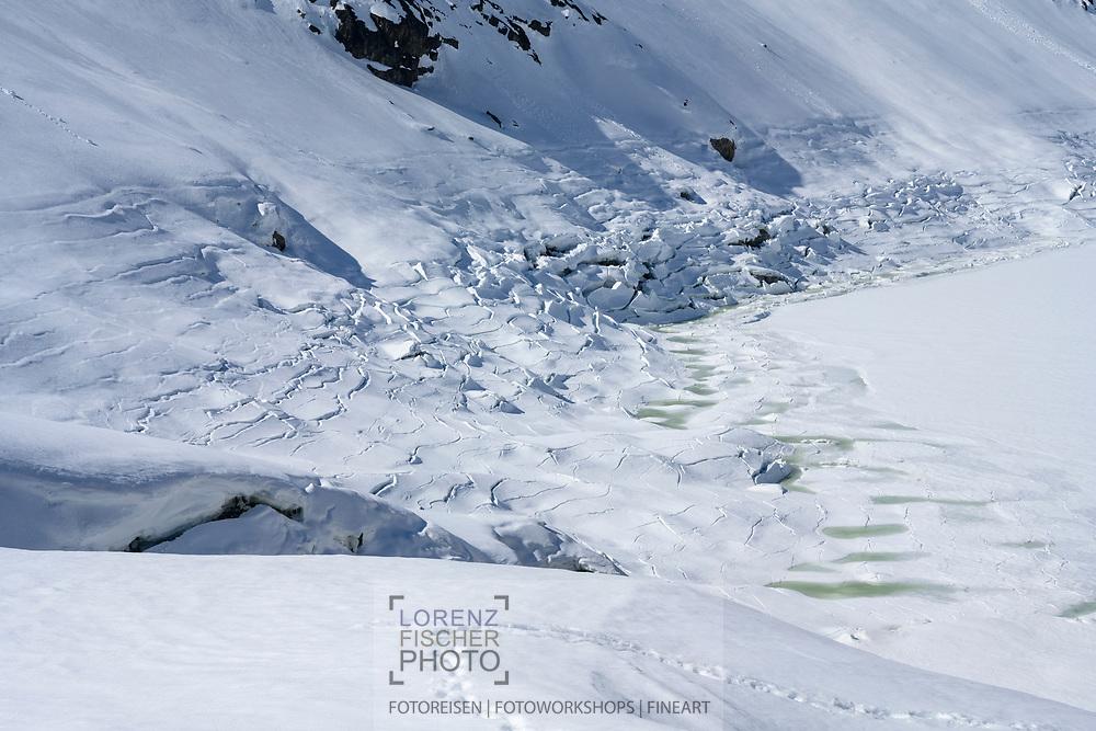 Formen und Strukturen beim Oberaarsee, Berner Oberland, Schweiz<br /> <br /> Shapes and structures at the Oberaarsee, Bernese Oberland, Switzerland