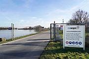 Nederland, Neder Betuwe, 17-3-2019Grondstoffenbedrijf de Beijer heeft bij dodewaard een grote opslag en verwerkingsinstallatie voor zand en grind aan de rivier de waal . Het zijn grondstoffen voor o.a. de weg en waterbouw, betonindustrie en landschapsinrichting. Het bedrijf ligt aan een open grindgat en heeft een eigen overslaghaven .Het bedrijf zat tot enkele jaren geleden in de Millingerwaard maar is daar uitgekocht tbv de natuurontwikkeling daar .Foto: Flip Franssen