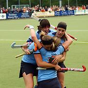 Hockey laren - Amsterdam, vreugde na doelpunt, Wieke Dijkstra scoort