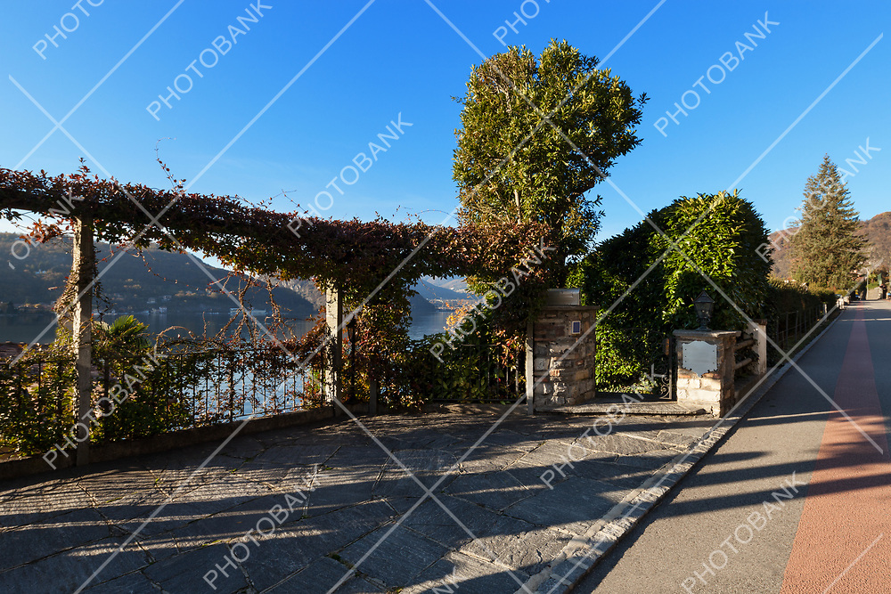 entry of a villa on the lake, parking, outdoor