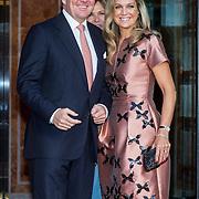 NLD/Amsterdam/20150926 - Afsluiting viering 200 jaar Koninkrijk der Nederlanden, aankomst Maxima en Willem-Alexanderontvangen door Ank Bijleveld