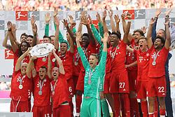 18.05.2019, Allianz Arena, Muenchen, GER, 1. FBL, FC Bayern Muenchen vs Eintracht Frankfurt, 34. Runde, Meisterfeier nach Spielende, im Bild Die Spieler des FCB jubeln mit Schale // during the celebration after winning the championship of German Bundesliga season 2018/2019. Allianz Arena in Munich, Germany on 2019/05/18. EXPA Pictures © 2019, PhotoCredit: EXPA/ SM<br /> <br /> *****ATTENTION - OUT of GER*****