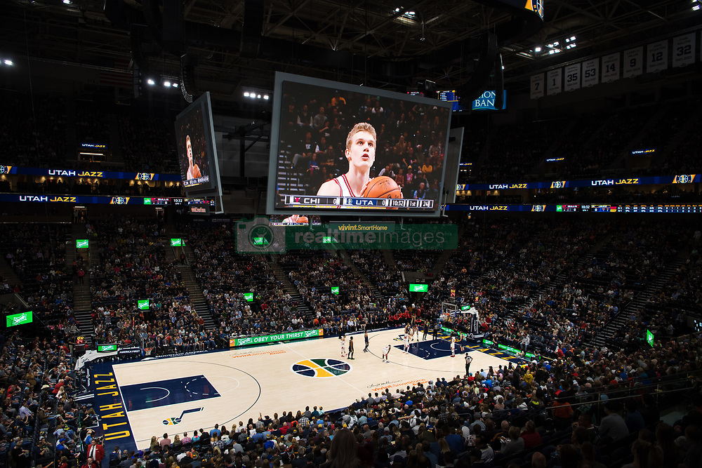 November 23, 2017 - Salt Lake City, UT, USA - 171117 Chicagos Lauri Markkanen lÅ gger ett straffskott under basketmatchen i NBA mellan Utah Jazz och Chicago Bulls den 22 november 2017 i Vivint Smart Home Arena i Salt Lake City  (Credit Image: © Joel Marklund/Bildbyran via ZUMA Wire)