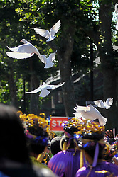 © Licensed to London News Pictures. 27/08/2017. London, UK. Doves of peace are released during a mulit-faith service in solidarity with the victims of the Grenfell fire on Family Day at the Notting Hill Carnival.  Over one million revellers are expected to attend Europe's biggest street party which takes place over the Bank Holiday Weekend. Photo credit : Stephen Chung/LNP