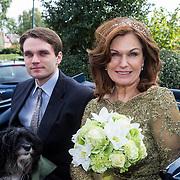 NLD/Blaricum/20130917 - Huwelijk Liz Snoyink en Nicolaas, Liz met zoon Esra