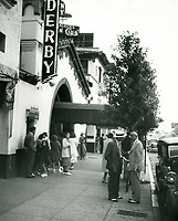 1939 Fans outside The Brown Derby in Hollywood