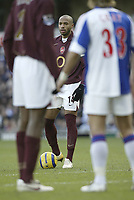 Photo: Aidan Ellis.<br /> Blackburn Rovers v Arsenal. The Barclays Premiership. 25/02/2006.<br /> Arsenal's Thierry Henry looks lost peering through in between two players