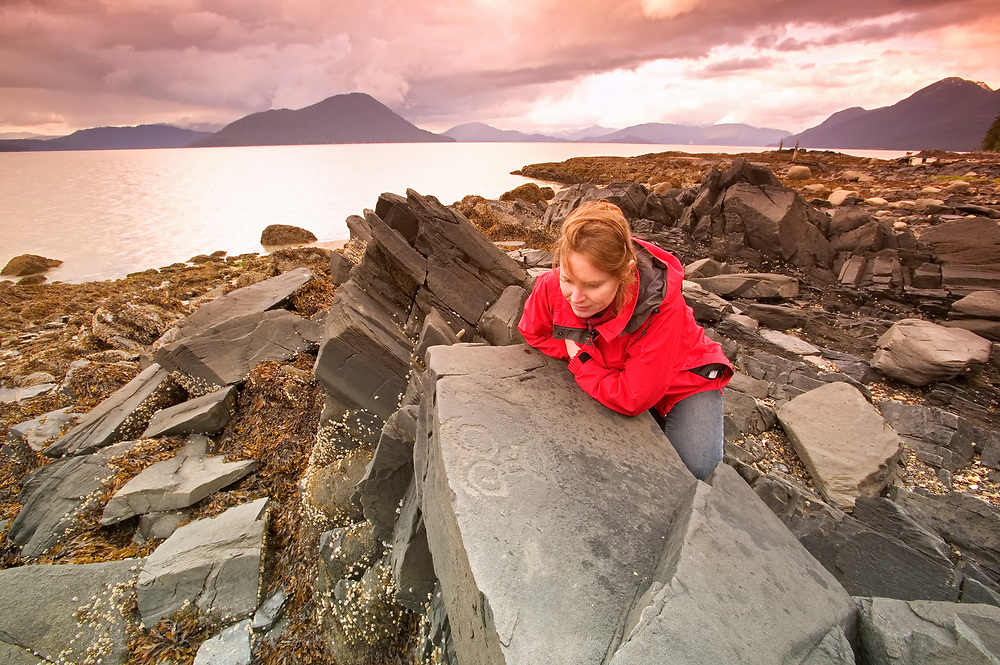 USA, Alaska, Inside Passage, Wrangell, Petroglyph Beach (model released)