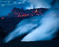 Eldgosið á Fimmvörðuhálsi 26. mars 2010. Gosið hófst aðfaranótt 21. mars 2010. Gosið er norðarlega í Fimmvörðuhálsi, rétt austan við Eyjafjallajökul. Gos þetta flokkast sem hraungos. ..Volcanic eruption at Fimmvorduhals 26th of March 2010. The eruption started 21st of March. It's located in the northen part of Fimmvorduhals, east of Glacier Eyjafjallajokull.
