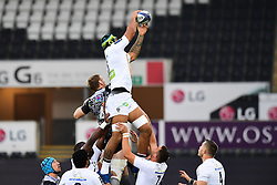 Clermont Auvergne's Sebastien Vahaamahina claims the lineout - Mandatory by-line: Craig Thomas/JMP - 15/10/2017 - RUGBY - Liberty Stadium - Swansea, Wales - Ospreys Rugby v Clermont Auvergne - European Rugby Champions Cup