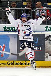 Russland: Mindestens 44 Tote +++ zwei Überlebende unter den Opfern auch der deutsche Eishockey Nationalspieler Robert Dietrich - archivmaterial 07.09.2011, RUS, Absturz 19.11.2010,  Lanxess-Arena, Koeln, GER, DEL, Koelner Haie vs Adler Mannheim, 23. Spieltag, im Bild: Robert Dietrich (Mannheim #21) bejubelt das 0:1  EXPA Pictures © 2011, PhotoCredit: EXPA/ nph/  Mueller       ****** out of GER / CRO  / BEL ******