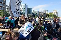 """09 OCT 2019, BERLIN/GERMANY:<br /> Junge Frau mit einem Plakat """"Nach uns die Sintflut?"""", Extinction Rebellion (XR), eine globale Umweltbewegung protestiert mit der Blockade von Verkehrsknotenpunkten fuer eine Kehrtwende in der Klimapolitik, im Hintergrund die Kuppel des Reichstagsgebaeudes, Marschallbruecke<br /> IMAGE: 20191009-02-008<br /> KEYWORDS: Demonstration, Demo, Demonstranten, Klima, Klimawandel, climate change, protest, Marschallbrücke"""