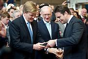 """Koning Willem-Alexander heeft de ceremoniële muntslag van de nieuwe Nederlandse euromunten – onder het toeziend oog van gastheer Frans Weekers, staatssecretaris van Financiën, en van Muntmeester Maarten Brouwer – bij  de Koninklijke Nederlandse Munt in Utrecht verricht . In totaal activeerde de koning acht muntpersen met de acht verschillende euromunteenheden die Europa kent. <br /> <br /> King Willem-Alexander present at the first """"printing"""" of the new euro coins Dutch - under the watchful eye of host Frans Weekers, Financial Secretary, and Privy Maarten Brouwer - performed at the Royal Dutch Mint in Utrecht. In total, the king started eight coin presses with eight different coin units who knows Europe. <br /> <br /> op de foto / on the photo:  Koning Willem-Alexander , fotograaf Erwin Olaf ,  muntmeester Maarten Brouwer en staatssecretaris Frans Weekers"""