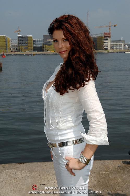 NLD/Amsterdam/20070610 - Presentatie Playboy's Playmates Collectors Special Edition, playmate en model Amanda Brandts