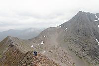 """""""The classic way"""" to Ben Nevis....""""The classic way"""" i fjellområdet rundt Ben Nevis. Toppene har, i oversatt versjon,  navn som """"den store røde toppen"""", """"den miderste røde toppen"""", """"den lille røde toppen"""" og """"den store toppen"""". Ben Nevis var unntaket i så måte, det skulle jo forøvrig bare mangle siden den jo tross alt er Storbritannias høyeste topp (1344 moh).   ......Originale navn på toppene i """"the classic way"""": Carn Beag Dearg, Carn Dearg Meadhonach, Carn Mor Dearg, Ben Nevis og Carn Dearg..A Munro is a mountain in Scotland with a height over 3,000 ft (914.4 m). Some hillwalkers climb Munros with an eye to climbing every single one, a practice known as """"Munro bagging""""..."""