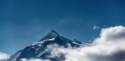 THEMENBILD - Blick auf das frisch angeschneite Kitzsteinhorn mit Wolken verhangen. Das Kitzsteinhorn ist Teil der in den Hohen Tauern gelegenen Glocknergruppe und erreicht eine Höhe von 3203 m, aufgenommen am 23. Oktober 2016, Kaprun, Österreich // the fresh snowed Kitzsteinhorn with clouds. The Kitzsteinhorn is a mountain in the High Tauern range of the Alps. It is part of the Glockner Group and reaches a height of 3,203 m. The Kitzsteinhorn glaciers are a popular ski area, Kaprun, Austria on 2016/10/23. EXPA Pictures © 2016, PhotoCredit: EXPA/ JFK