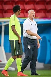 Técnico Luiz Felipe Scolari durante treino do Brasil antes da partida contra Camarões, válida pela terceira rodada do Grupo A da Copa do Mundo 2014, no Estádio Nacional Mané Garrincha, em Brasília-DF. FOTO: Jefferson Bernardes/ Agência Preview