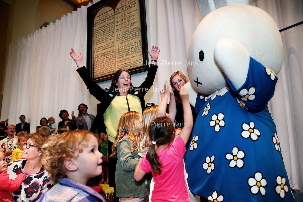 Nederland, Amsterdam , 21 april 2015.<br />Nijntje 60 jaar.<br />Op 21 juni wordt een van 's werelds beroemdste kinderhelden 60 jaar: nijntje. Dat vraagt om een verjaardagsfeest! Daarom opent het Centraal Museum in Utrecht op 20 juni opent een grote familietentoonstelling: Feest! Nijntje 60 jaar. <br />De tentoonstelling is speciaal ontwikkeld voor families met jonge kinderen (2 t/m 6 jaar) en biedt maar liefst 1.000 m2 creatief speelplezier.<br />Op de foto: wethouder van cultuur Margriet Jongerius is bij de festelijkheden aanwezig.<br />Foto en bijschrift vallen buiten verantwoordelijkheid van de Algemene Nieuwsdienst van het ANP. Foto is vrij van rechten en mag alleen redactioneel gebruikt worden in de context van het bijschrift.