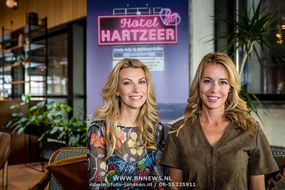 NLD/Amsterdam//20170413 - 'Hotel Hartzeer' schrijfsters Marion Pauw en Susan Smit,