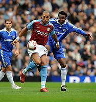 Fotball<br /> England<br /> Foto: Fotosports/Digitalsport<br /> NORWAY ONLY<br /> <br /> John Carew<br /> Aston Villa 2008/09<br /> John Obi Mikel Chelsea<br /> Chelsea V Aston Villa (2-0) 05/10/08<br /> The Premier League