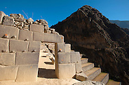 The fortress of Ollantaytambo marks the end of them in the Sacred Valley of the Inca trail then leads to Machu Picchu, but the inca trail tour to the archaeological site most famous of the continent don't follows the ancient route
