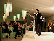 Liza Minelli, Two by Two for Aids and Art, the Rachovsky House, Dallas. 4 October 2003. © Copyright Photograph by Dafydd Jones 66 Stockwell Park Rd. London SW9 0DA Tel 020 7733 0108 www.dafjones.com