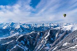 05.02.2018, Zell am See - Kaprun, AUT, BalloonAlps, im Bild ein Heissluftballon bei seiner Fahrt über den Alpen bei der Schmitten und dem Kitzsteinhorn // a hot air balloon on his ride over the Alps during the International Balloonalps Week, Zell am See Kaprun, Austria on 2018/02/05. EXPA Pictures © 2018, PhotoCredit: EXPA/ JFK
