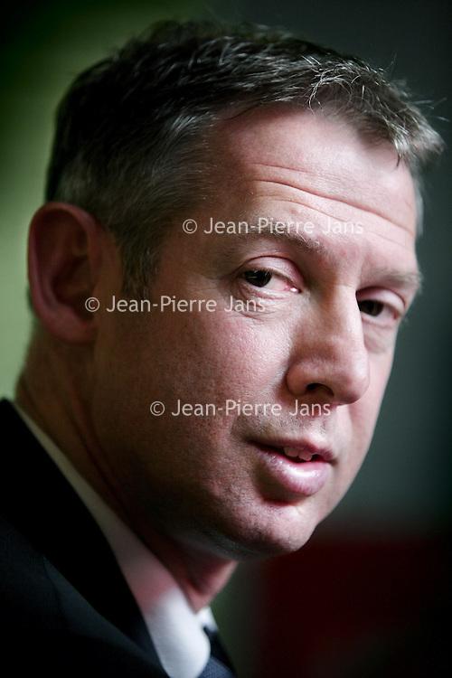 Nederland,Den Bosch ,11 februari 2008..Onno Hoes..Onno Hoes (Leiden, 5 juni 1961) is een Nederlands politicus. Hij is gedeputeerde voor Ecologie in de provincie Noord-Brabant. Hoes is lid van de VVD..Hoes is sinds 29 juni 2001 getrouwd met Albert Verlinde, met wie hij in Cromvoirt woont. Ook is hij de broer van Isa Hoes..Op 5 december 2007 maakt Hoes bekend dat hij, de per 1 mei 2008 terug tredende, Jan van Zanen zou willen opvolgen als voorzitter van de VVD. Onno Hoes is op 1 november 2010 benoemd tot burgemeester van Maastricht.