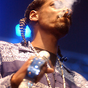 NLD/Rotterdam/20050615 - Concert Snoop Doggy Dogg rokend een joint.Cordazer Calvin Broadus, wiet, drugs, rook, sigaret