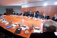 09 JAN 2009, BERLIN/GERMANY:<br /> Hartmut Schauert, CDU, Parl. StS Bundeswirtschaftsministerium, Michael Glos, CSU, Bundeswirtschaftsminister, Angela Merkel, CDU, Bundeskanzlerin, Jens Weidmann, Abteilungsleiter Wirtschaft im Bundeskanzlkeramt, Thomas de Maizière, CDU, Kanzleramtsminister, Peer Steinbrueck, SPD, Bundesfinanzminister, Ulrich Wilhelm, Regierungssprecher, (v.L.n.R., Mitte rechte Tischseite) vor Beginn eines Gespraechs der Bundeskanzlerin mit Vertretern der mittelstaendischen Wirtschaft, Kleiner Kabinettsaal, Bundeskanzleramt<br /> IMAGE: 20090109-01-003<br /> KEYWORDS: Peer Steinbrück