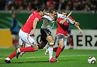 Fotball<br /> Tyskland v England<br /> 16.11.2010<br /> Foto: Witters/Digitalsport<br /> NORWAY ONLY<br /> <br /> v.l. Martin Kelly, Cenk Tosun, Kieran Trippier<br /> Testspiel U 21, Deutschland - England