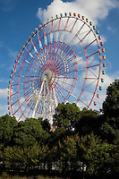 The Giant Sky Wheel is Odaiba's most conspicuous attraction. With a diameter of 100 meters, this is one of the largest Ferris wheels in the world. Just as impressive as the size is the wheel's beautiful night-time light performance, when it presents 120 kaleidoscopic variations on sixteen basic patterns.