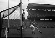 04/09/1960<br /> 09/04/1960<br /> 4 September 1960 <br /> All-Ireland Final: Tipperary v Wexford at Croke Park, Dublin.<br /> Wexford goalie, Pat Nolan, attempts to stop Tipperary from scoring points.