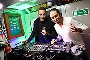 Het 538-programma 'De Frank en Vrijdagshow' van radio dj Frank Dane maakt vrijdag 20 januari hun  radioshow vanuit een varende onderzeeër. Dit is nog niet eerder gedaan op Nederlandse radio.<br /> <br /> Op de foto:  Dj's Sunnery James & Ryan Marciano zijn onder water te gast en zullen deze  Diving Dutch- editie van De Frank en Vrijdag Show afsluiten met een dj- set.