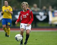 Fotball<br /> Landskamp J15/16 år<br /> Tidenes første landskamp for dette alderstrinnet<br /> Sverige v Norge 1-3<br /> Steungsund<br /> 11.10.2006<br /> Foto: Anders Hoven, Digitalsport<br /> <br /> Benedikte Kvavik - Lyngdal / Norge