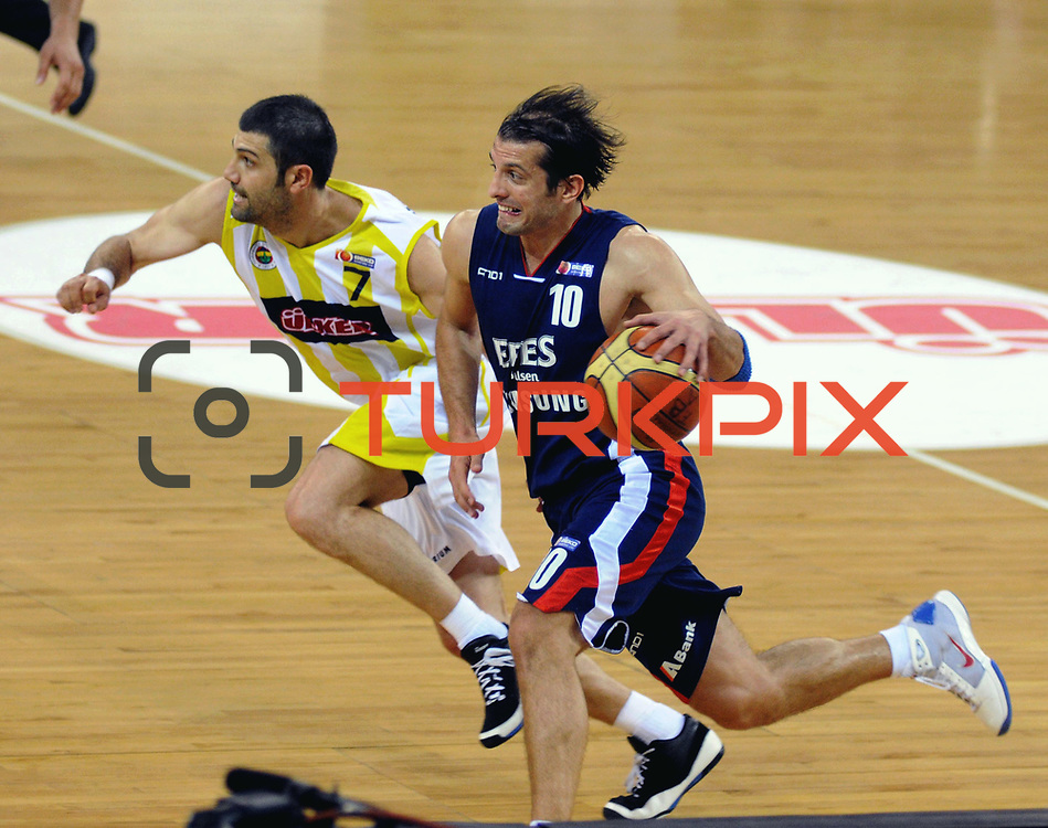 Fenerbahce Ulker's Omer ONAN (L) and Efes Pilsen's Kerem TUNCERI (R) during their Turkish Basketball league Play Off Final third leg match Fenerbahce Ulker between Efes Pilsen at the Abdi Ipekci Arena in Istanbul Turkey on Tuesday 25 May 2010. Photo by TURKPIX