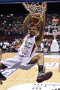 DESCRIZIONE : Campionato 2013/14 Quarti di Finale GARA 2 Olimpia EA7 Emporio Armani Milano - Giorgio Tesi Group Pistoia<br /> GIOCATORE : Deron Washington<br /> CATEGORIA : Schiacciata Sequenza<br /> SQUADRA : Giorgio Tesi Group Pistoia<br /> EVENTO : LegaBasket Serie A Beko Playoff 2013/2014<br /> GARA : Olimpia EA7 Emporio Armani Milano - Giorgio Tesi Group Pistoia<br /> DATA : 21/05/2014<br /> SPORT : Pallacanestro <br /> AUTORE : Agenzia Ciamillo-Castoria / GiulioCiamillo<br /> Galleria : LegaBasket Serie A Beko Playoff 2013/2014<br /> Fotonotizia : Campionato 2013/14 Quarti di Finale GARA 2 Olimpia EA7 Emporio Armani Milano - Giorgio Tesi Group Pistoia<br /> Predefinita :