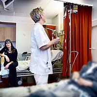 Nederland, Amsterdam , 22 december 2011..Schrijfster Kristien Hemmerechts  op de afdeling hematologie in het VU MC.Foto:Jean-Pierre Jans