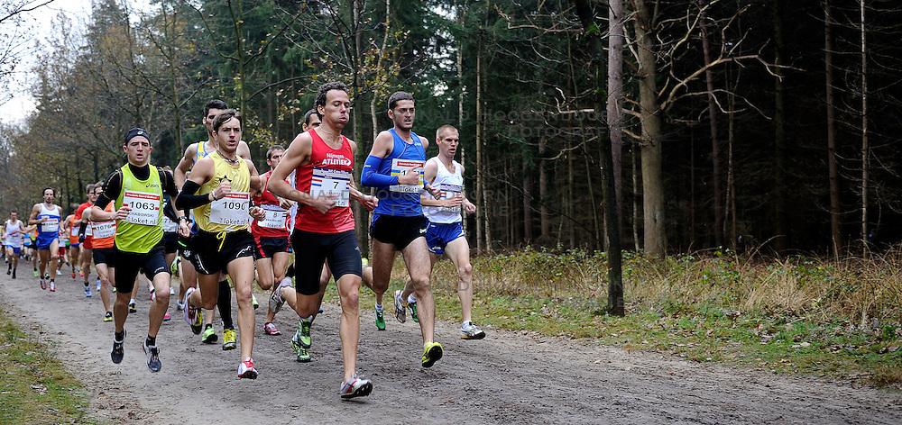 27-11-2011 ATLETIEK: NK CROSS 53e WARANDELOOP: TILBURG<br /> Start cross mannen met Guus Janssen (7), winnaar Witaly Shafar UKR<br /> ©2011-FotoHoogendoorn.nl