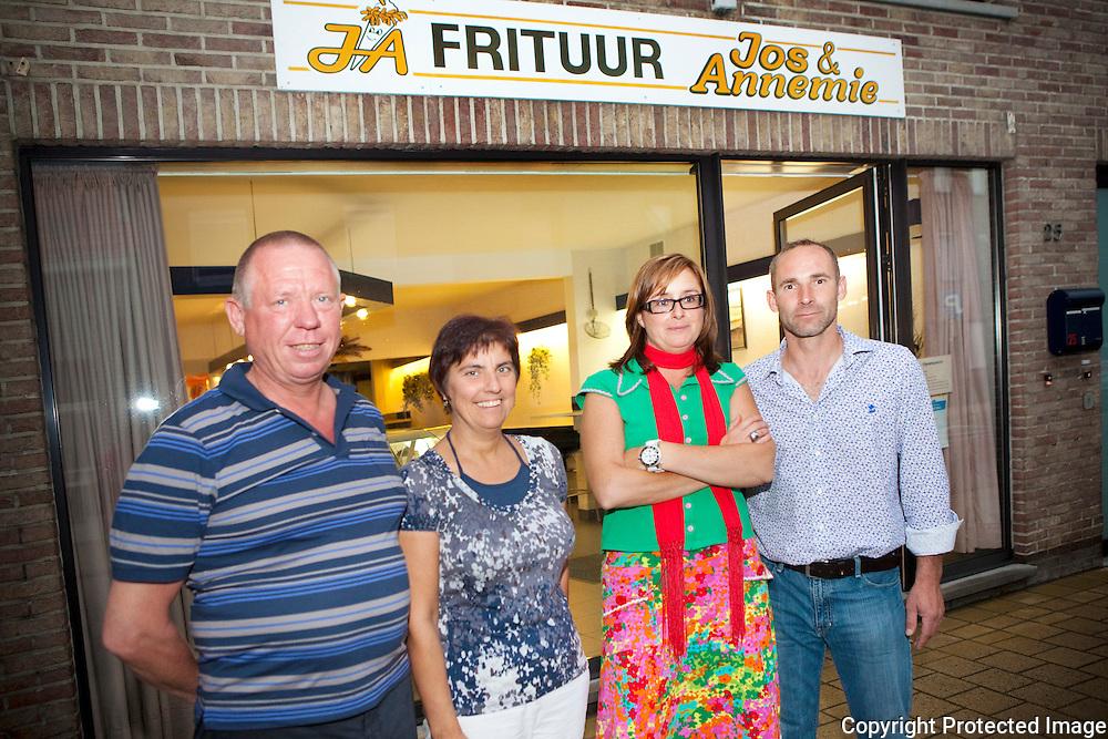 358391-Frituur wordt overgenomen-Jos Sprengel & Annemie Verhoeven-Inge Mortiers & Kurt Bogaerts-Lostraat 25 Broechem