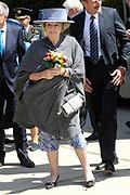 Streekbezoek Koningin Beatrix aan Flevoland.<br /> <br />  Aankomst vooe een bezoek bij Schoolboerderij Christelijke Agrarische Hogeschool, Dronten.