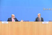 """29 OCT 2020, BERLIN/GERMANY:<br /> Peter Altmaier (L), CDU, Bundeswirtschaftsminister, und Olaf Scholz (R), SPD, Bundesfinanzminister, wahrend einer Pressekonferenz zum Thema """"Neue Corona-Hilfen: Stark durch die Krise"""", Bundespressekonferenz<br /> IMAGE: 20201029-01-013<br /> KEYWORDS: Corvid-19, Unterstuetzung, Hilfe,"""