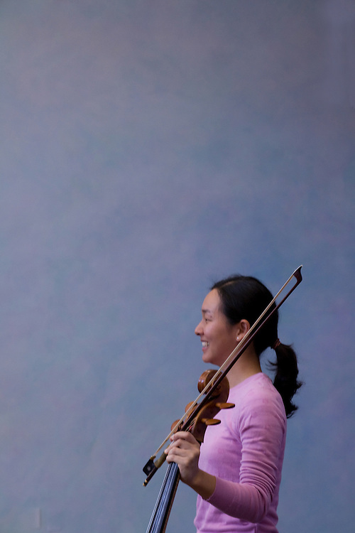 Cellist Priscilla Lee talks to children at the Meadowbrook School in Kingston, Rhode Island.  Lee was a performer in the Kingston Chamber Music Festival in 2008.