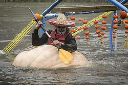 Ran an den K¸rbis: Rennen mit K¸rbisbooten in Kasterlee / 231016<br /> <br /> ***Pumpkin race ( pompoenregatta ) in Kasterlee, Belgium on October, 23rd, 2016***